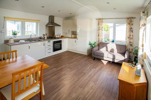 2 bedroom park home for sale - Loddon Court Farm Park Homes, Beech Hill Road, Spencers Wood, Reading, RG7 1HU