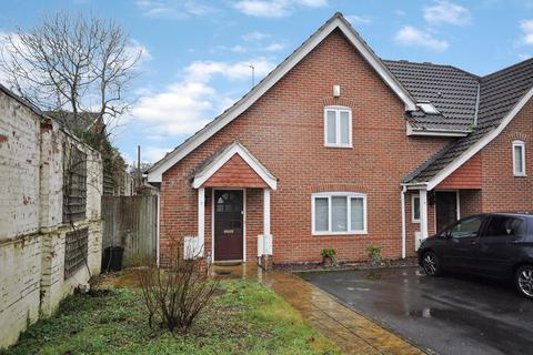 2 bedroom semi-detached house for sale - Carpenters Close, Woodley, Reading, RG5 4EF