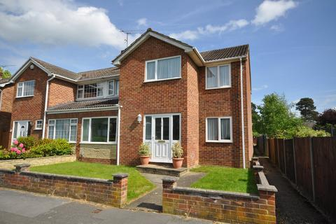4 bedroom semi-detached house for sale - Fairwater Drive, Woodley, Reading, RG5 3JF