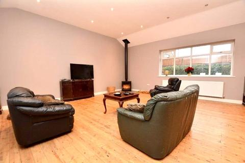 4 bedroom bungalow for sale - The Old Hall Bungalow, New Street, Farsley, Pudsey, West Yorkshire