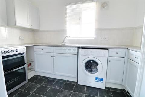 2 bedroom flat to rent - Modern - Burnham