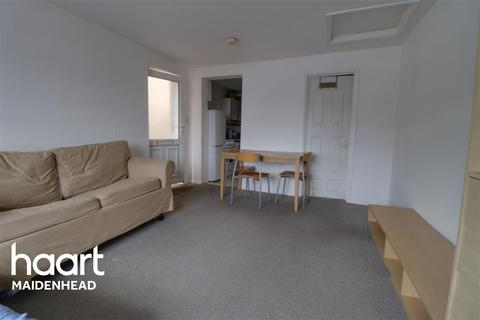 Studio to rent - Queen Street, Maidenhead, SL6 1LT