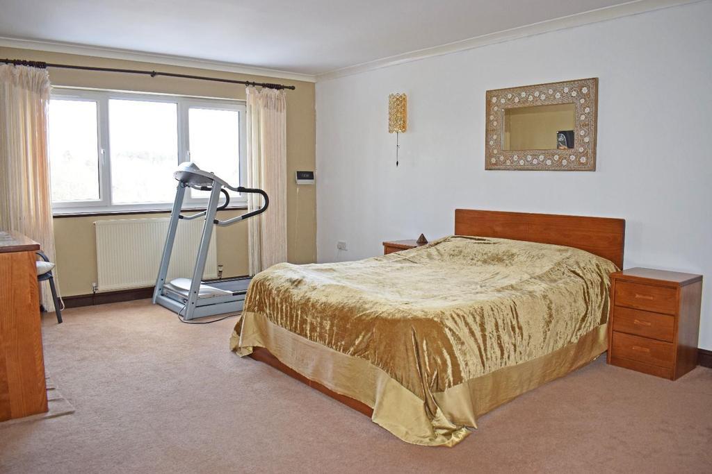 17 A Cofton Lake Road, bed 1.jpg