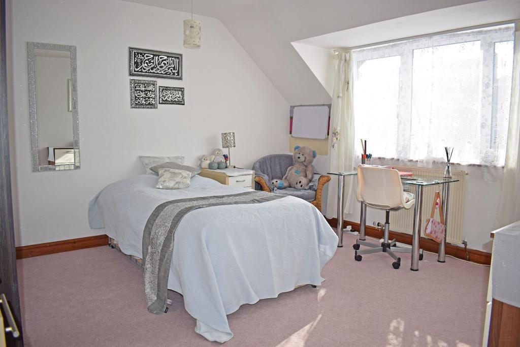 17 A Cofton Lake Road, bed 3.jpg