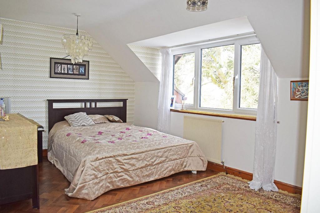 17 A Cofton Lake Road, bed 2.jpg