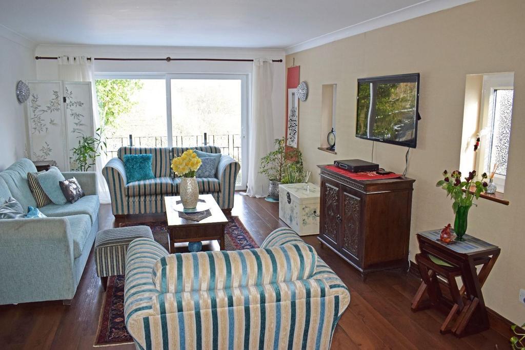 17 A Cofton Lake Road, lounge.jpg