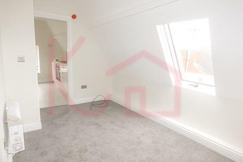 Studio to rent - Flat 3, St Marys Crescent, DN1