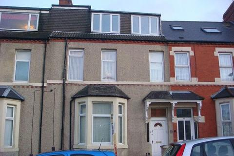 2 bedroom flat to rent - North Parade, Whitley Bay - Two Bed First Floor Flat
