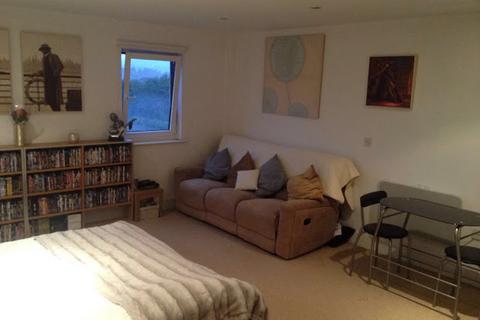 Studio to rent - Ferry Court, CARDIFF, CF11