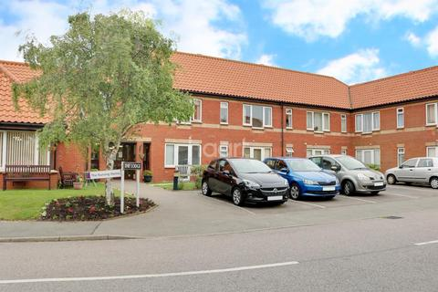 1 bedroom flat for sale - The Lodge, Hall Crescent, Holland-on-Sea