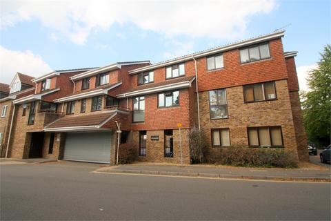 1 bedroom flat to rent - Dunstan Court, Leacroft, STAINES-UPON-THAMES, Surrey