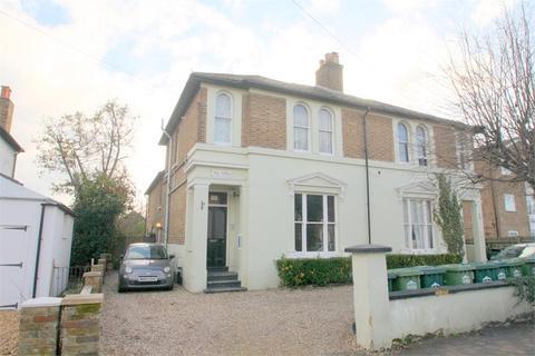 1 bedroom flat - 149 Gresham Road, Staines-upon-Thames, Surrey