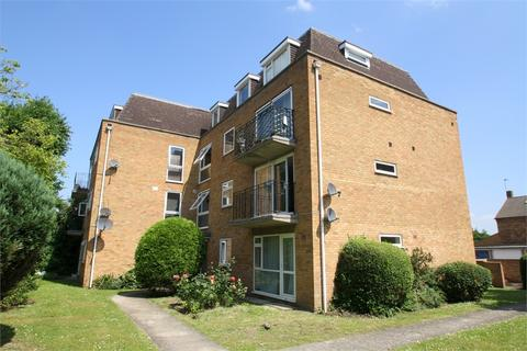 2 bedroom flat - Edgecumbe Court, Laleham Road, STAINES-UPON-THAMES, Surrey