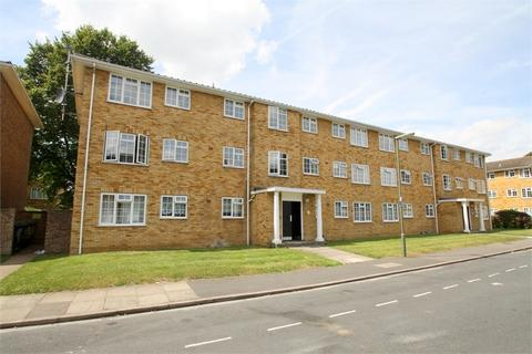 3 bedroom flat to rent - Lark Avenue, Staines-upon-Thames, Surrey