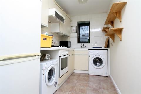 Studio to rent - Linden Place, Fairfield Avenue, STAINES-UPON-THAMES, Surrey