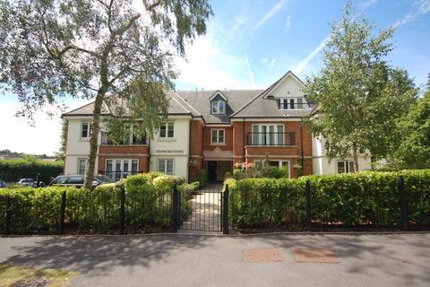 2 bedroom flat to rent - Kingswood