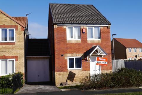 3 bedroom detached house for sale - Burnham Avenue, Bierley, BD4