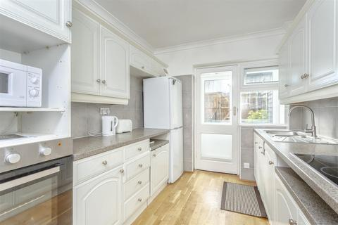 2 bedroom maisonette to rent - Shrubland Court, Banstead