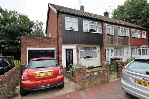 3 bedroom end of terrace house for sale - Ballards Close, Dagenham RM10
