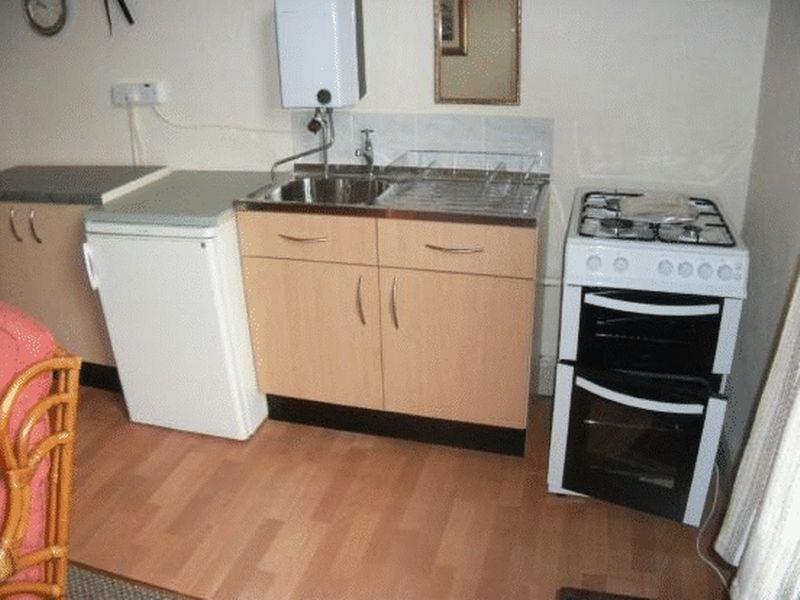 Kitchenette flat 4