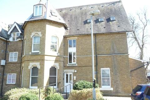 1 bedroom flat for sale - John Barter House, Church Close, Bath Road, Hounslow, TW3