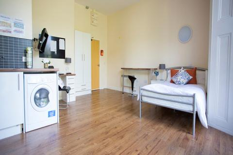 Studio to rent - Premium Studio, Daisybank Villas, Manchester