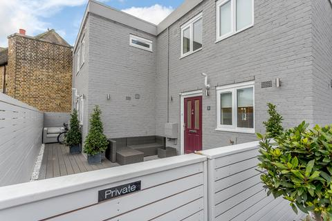 2 bedroom apartment for sale - Station Road, Beaconsfield