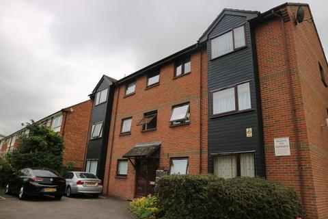 2 bedroom flat to rent - Three Tuns, Slough
