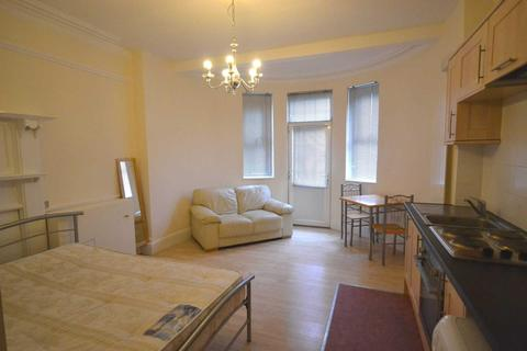Studio to rent - Wokingham Road, Reading