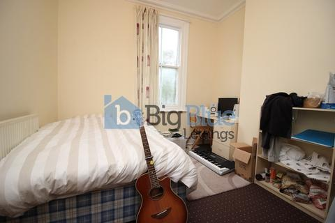 6 bedroom flat to rent - Regent Park Avenue, Hyde Park, Six Bed, Leeds