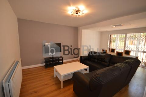 3 bedroom semi-detached house to rent - 26 Richmond Avenue, Hyde Park, Three Bed, Leeds