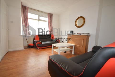3 bedroom property to rent - 26 Park View Avenue, Burley, Three Bed, Leeds