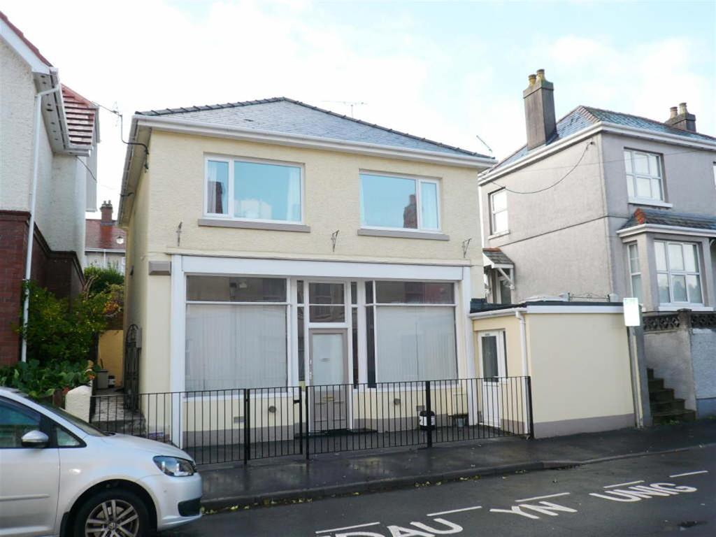 4 Bedrooms Detached House for sale in Carmarthen