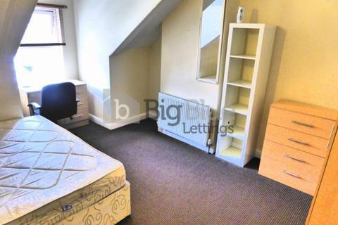 5 bedroom terraced house to rent - 17 Hessle View, Hyde Park, Five Bed, Leeds