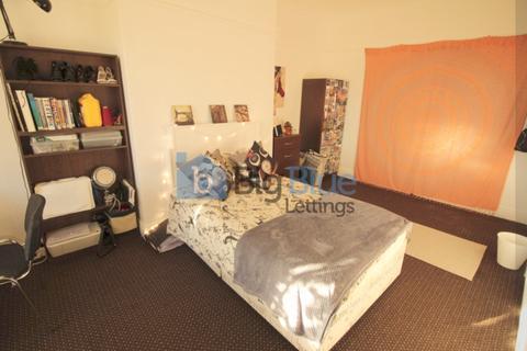 5 bedroom flat to rent - 23 Kelso Road, Hyde Park, Five Bed, Leeds