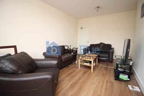 3 bedroom semi-detached house to rent - Eden Crescent, Burly, Three Bed, Leeds