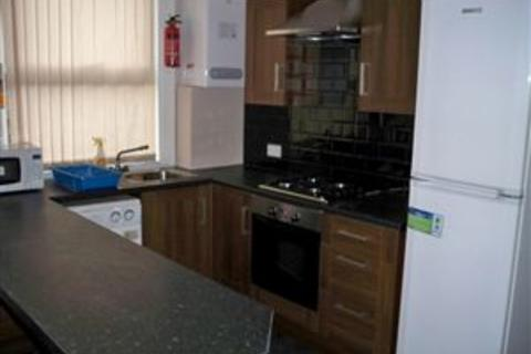 4 bedroom terraced house to rent - 7 Welton Place, Hyde Park, Four Bed, Hyde Park, Leeds