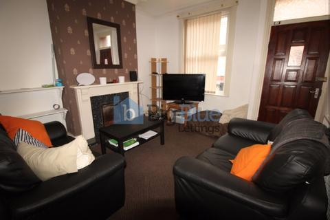 4 bedroom terraced house to rent - Welton Place, Hyde Park, Four Bed, Hyde Park, Leeds