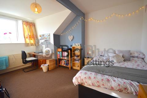 4 bedroom terraced house to rent - Ashville Grove, Hyde Park, Four Bed, Leeds