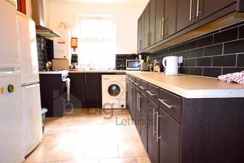 6 bedroom terraced house to rent - 21 Richmond Avenue, Hyde Park, Six Bed, Leeds