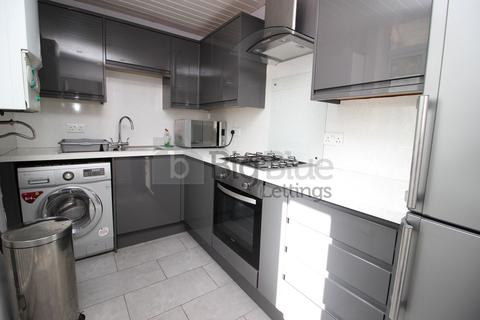 3 bedroom property to rent - 1 Park View Grove, Burley, Three Beds, Leeds