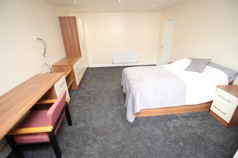 10 bedroom terraced house to rent - 16 Bainbrigge Road, Headingley, Ten Bed, Leeds