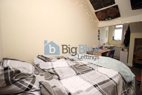 7 bedroom terraced house to rent - 19 Blackman Lane, Near University, Seven Bed, Leeds