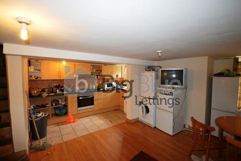 4 bedroom terraced house to rent - 48 Royal Park Avenue, Hyde Park, Four Bed, Leeds