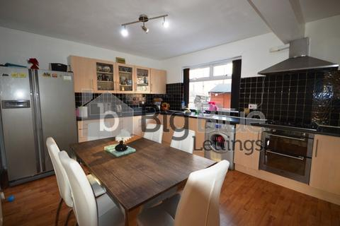 5 bedroom property to rent - Park View Grove, Burley, Five Bed, Leeds
