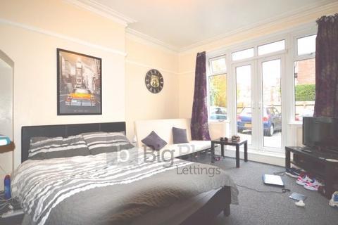 9 bedroom property to rent - 4 St Michaels Villas, Headingley, Nine Bed, Leeds