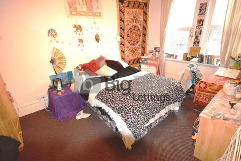 6 bedroom terraced house to rent - Brudenell Avenue, Hyde Park, Six Bed, Leeds