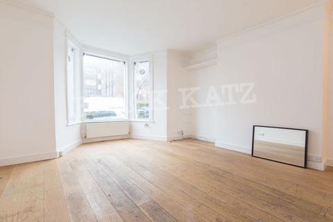 4 bedroom flat to rent - Brewster Gardens