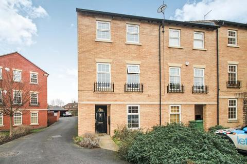 4 bedroom end of terrace house to rent - Raynville Way, Bramley