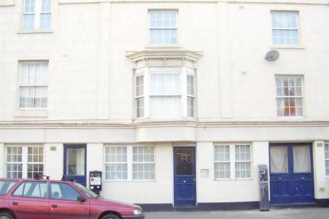 Studio to rent - Terminus Terrace, Southampton